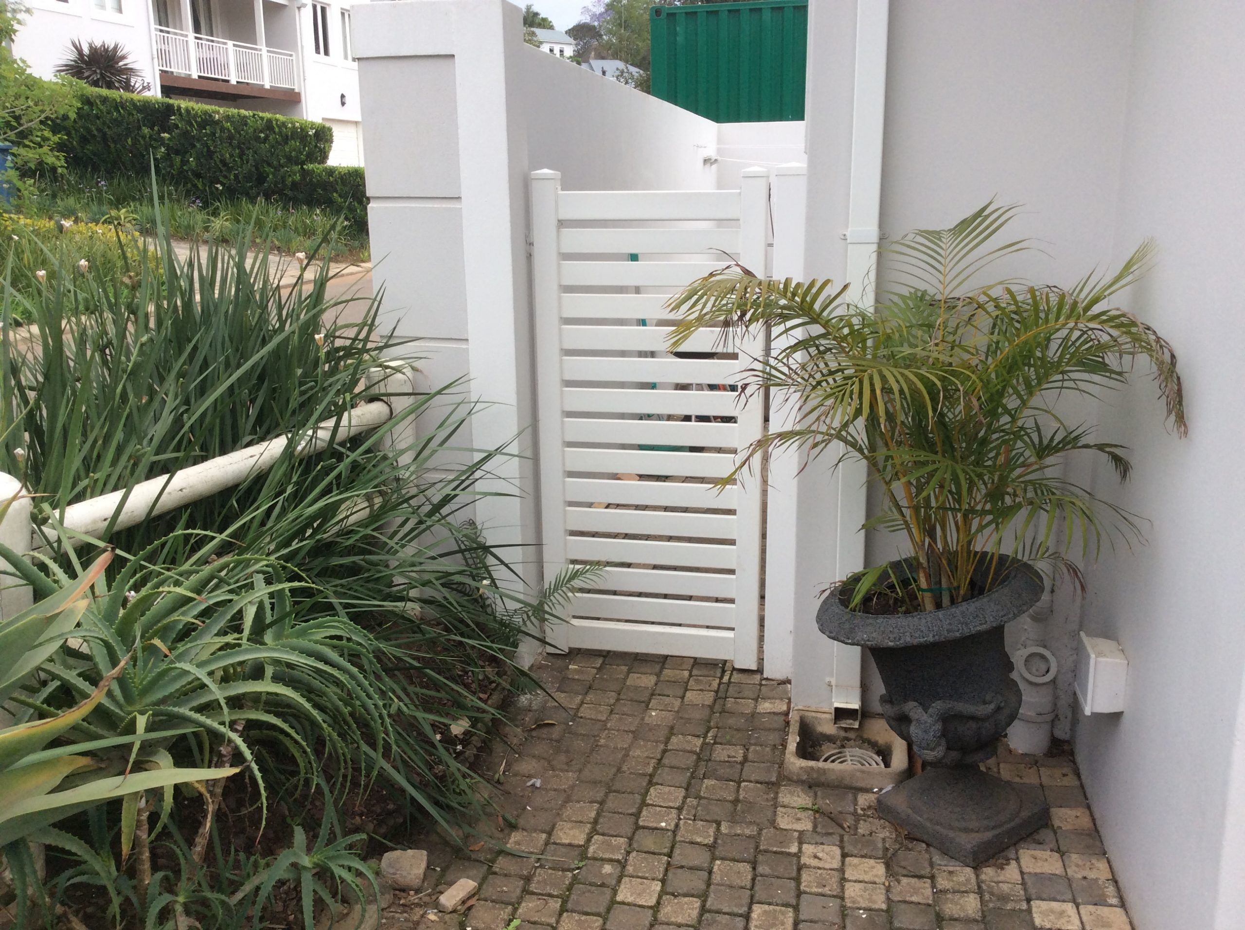 10Horizontal Slatted Gate