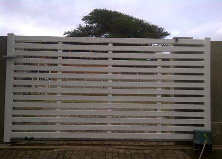 7Horizontal Slatted Gate